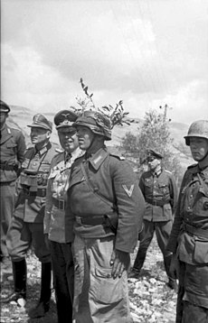 Kesselring surrounded by German paratroopers
