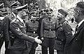 Bundesarchiv Bild 192-141, KZ Mauthausen, Himmler begrüßt unbekannten SS-Mann.jpg