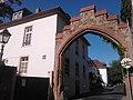 Burganlage-Dieburg Zugang-Innenhof.jpg