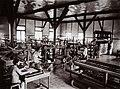 COLLECTIE TROPENMUSEUM Cursus handweven in de Textielinrichting Bandoeng TMnr 60016840.jpg