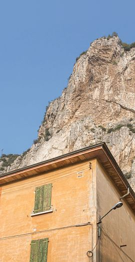 Campione del Garda house with cliffs 2.jpg