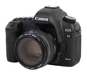 English: Canon EOS 5D Mark II camera, with Can...