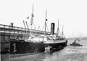 1912 in the United States - April 18: The ''Carpathia'' arrives in New York City with the RMS Titanic survivors.