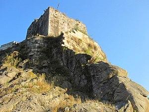 Castillo de Narahío - Ribera del Río Castro.JPG