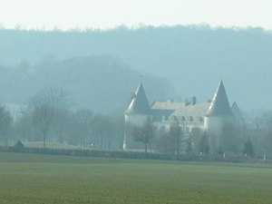 Castle of Chailly-sur-Armançon from the A6 highway.jpg