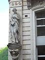 Cauterets résidence le Lys statue.JPG