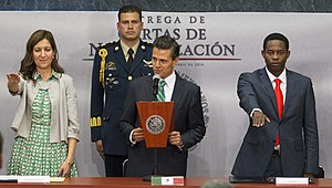 Mexican nationality law - President Enrique Peña Nieto swears in new Mexicans at a naturalization ceremony.
