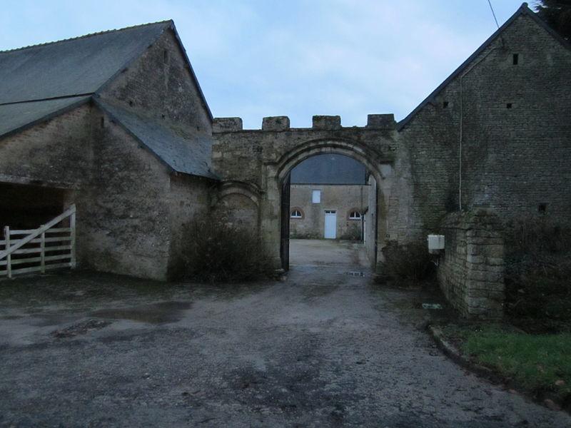 Château de Courcy, fr:Fontenay-sur-Mer