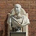 Château de Versailles, cour de marbre, buste d'empereur romain, Vdse 106 02.jpg