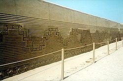 El Imperio incaico: Tahuantinsuyo 250px-Chan_chan_wall1