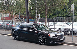 Chrysler 300C SRT8 (15545792856).jpg