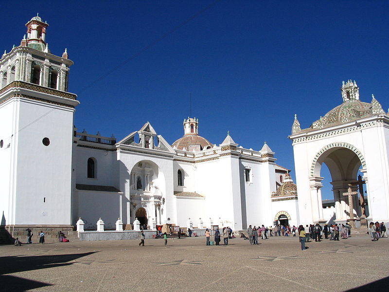 Copacabana Cathedral (Bolivia) - (c) user Anakin @ Wikipedia