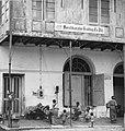 Collectie NMvWereldculturen, TM-20000894, Negatief, 'Mensen op straat in het oude stadsdeel gelegen aan de Kali Besar', fotograaf Boy Lawson, 1971.jpg