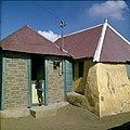 Collectie Nationaal Museum van Wereldculturen TM-20029790 Kunukuhuis bij Sint Michiel Curacao Boy Lawson (Fotograaf).jpg