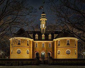 Colonial Williamsburg at Night (25412267772).jpg