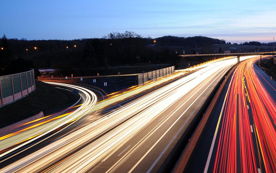 Filé sur l'autoroute A36.  Image composée de 11 photos de 10 secondes chacune.