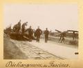 Déchargement des fascines arrivant par rail, ca.1895.png