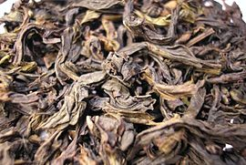 Da Hong Pao Oolong tea leaf close.jpg