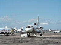 Dassault Falcon 900 at Kapa.jpg