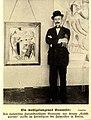 Der italienische Futuristenführer Marinetti vor seinem Selbstporträt, c.1913.jpg