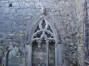 Kilfenora - The Gothic sedilia in the chancel of Kilfenora Cathedral