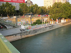 Donaukanal_-_AGORA_-_Blick_von_der_Taborbrücke_-_September_2010_002.jpg