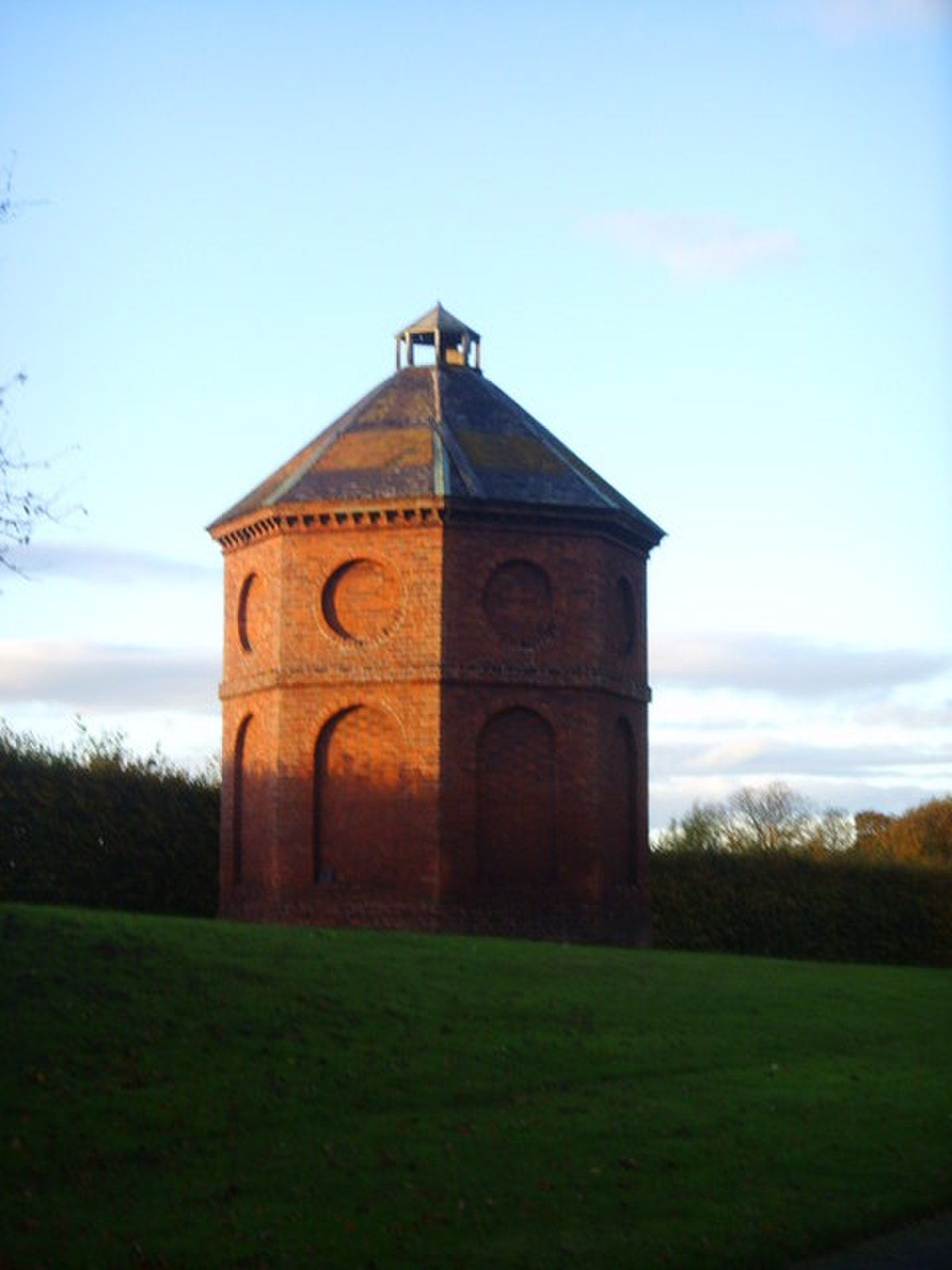 Dovecote on the entrance into Chetwynd Manor - geograph.org.uk - 597426.jpg