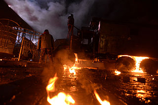 Dynamivska str barricades on fire. Euromaidan Protests. Events of Jan 19, 2014-7.jpg