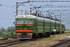 Электропоезд на разъезде Высочино.