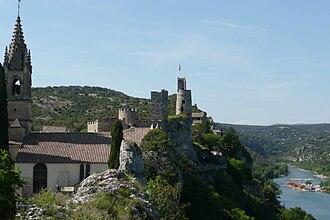 Aiguèze - Image: Eglise à Aiguèze 2