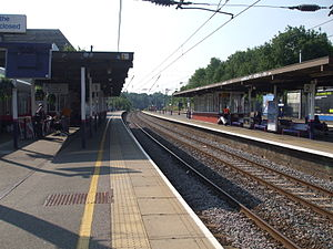 Elstree & Borehamwood railway station - Image: Elstree & Borehamwood stn slow tracks look south