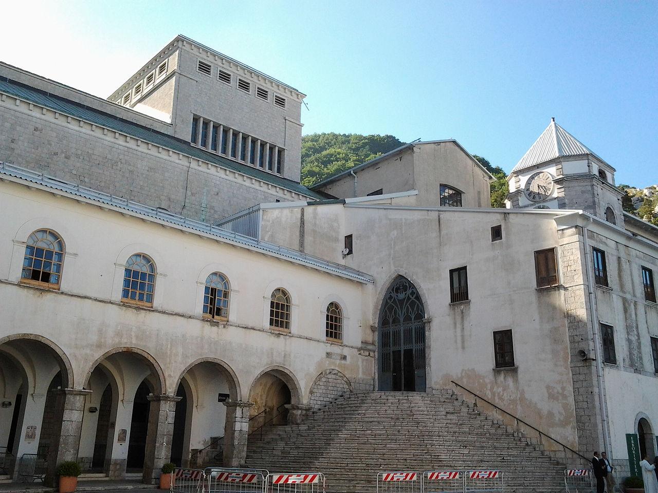Entrata antica del Santuario.jpg