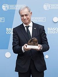 Entrega del Premio Euskadi de Investigación 2016 al astrofísico Agustín Sánchez Lavega 05 (cropped).jpg