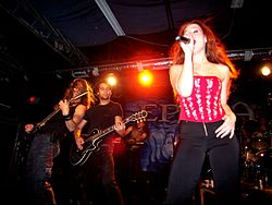 Epica under en konsert på The White Rabbit (Texas, USA) 2007.