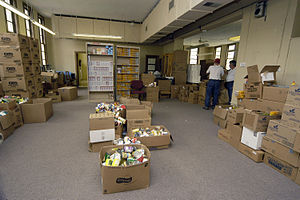 Caruthersville, MO, 4-15-06 -- This food bank ...