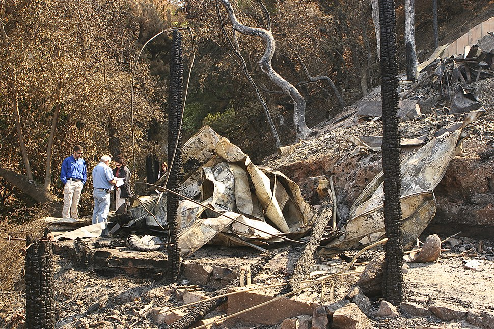 FEMA - 37387 - FEMA PDA Team assesses Wildfire Damage in California