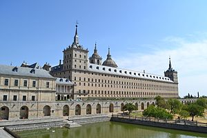 Burial sites of European monarchs and consorts - Image: Fachada Sur del Monasterio de El Escorial 01