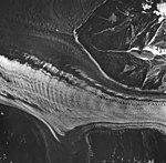 Fairweather Glacier, mountain glacier with banded ogives, August 24, 1963 (GLACIERS 5437).jpg