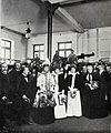 Familia real en la sala de máquinas del edificio de Blanco y Negro, de Franzen, Blanco y Negro, 31-03-1900.jpg