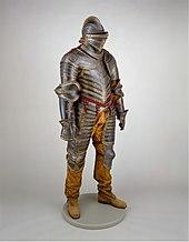 Photographie d'une armure médiévale complète
