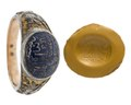 Fingerring av stål, guld och lazursten med inskriptioner, 1700-tal - Hallwylska museet - 110248.tif
