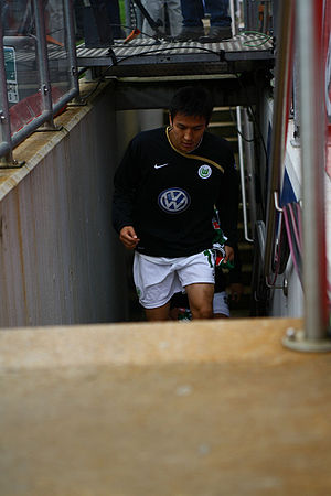 Makoto Hasebe - Hasebe before a Wolfsburg game in 2008