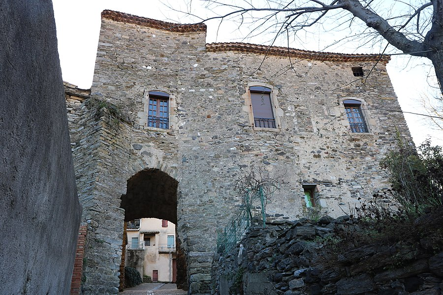 Fos (Hérault) - façade externe du château