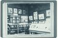 Fotografie en leeszaal van de Nationale Tentoonstelling van Vrouwenarbeid, Den Haag 1898-2.tif
