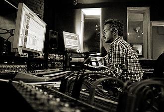 Fraser T Smith - Image: Fraser T Smith in the studio