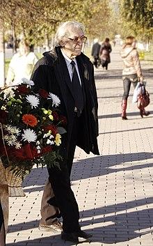 Maestro Fuat Mansurov participates in the wreath-laying ceremony to the Ğabdulla Tuqay memorial on October 3, 2007 in Almetyevsk, Republic of Tatarstan, Russia