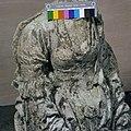 Gedeelte van beeld wenende Maria - Woerden - 20216052 - RCE.jpg