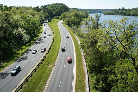 The George Washington Memorial Parkway near Rosslyn, Virginia. The Three Sisters can be seen in the Potomac River, right. George Washington Parkway 04 2012 1403.JPG