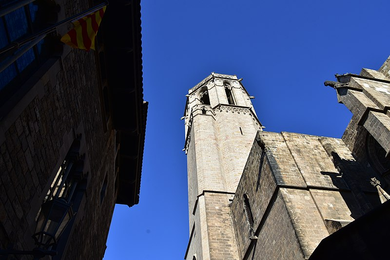File:Gothic Quarter, Barcelona (41) (31111600712).jpg