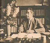 Hjalmar Gullberg vid sitt skrivbord i början av 1940-talet.